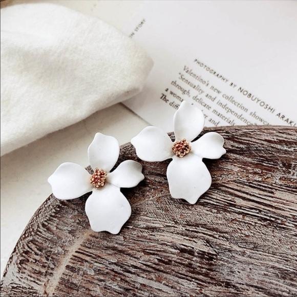 Jewelry - Summer Petal Stud Earrings